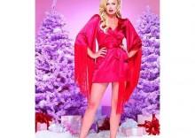 Piękne czerwone kimono w hollywoodzkim stylu glamour