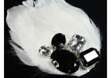 Biała opaska z piór z kryształami