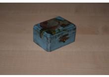 Drewniana szkatułka na biżuterię lub inne drobiazgi