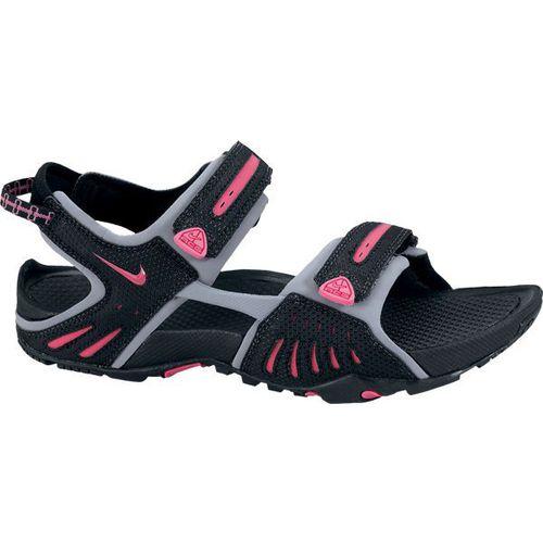 Sklep internetowy Awangarda Shoes prezentuje szeroką gamę modeli butów, wśród których szczególną uwagę klientek przyciągają sandały damskie.